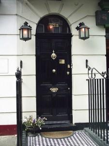 picture of front door of 221 Baker Street